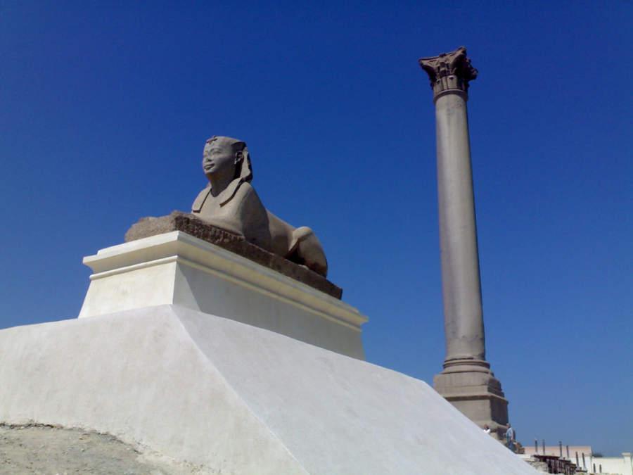 Esfinge y columna de Pompeyo
