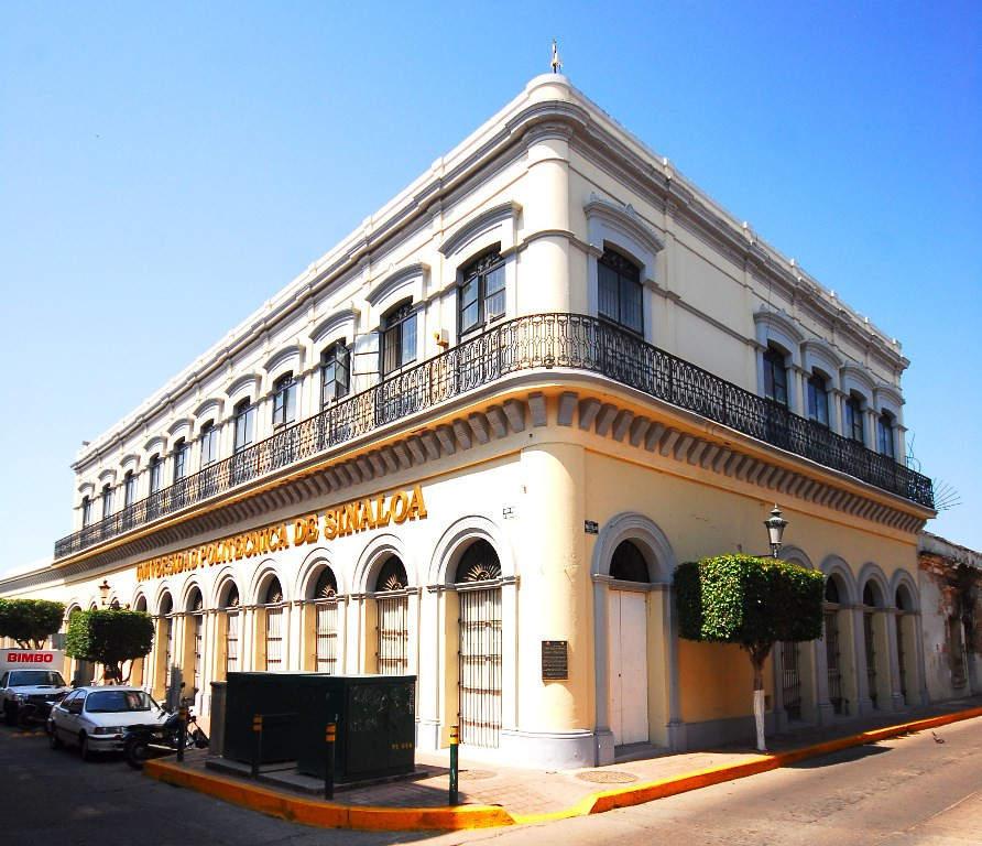 Avenida del centro histórico en Mazatlán
