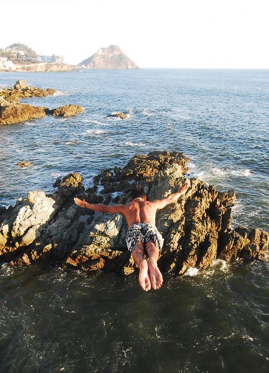 Clavadista en playas de Mazatlán