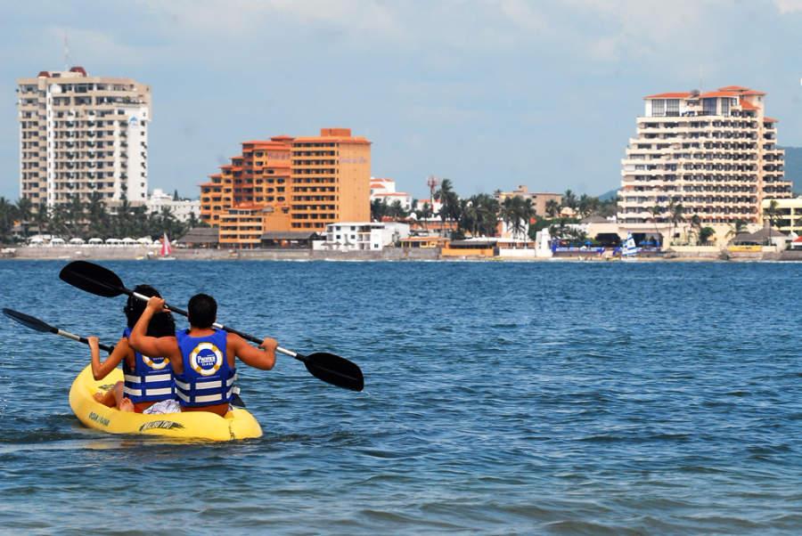 Actividades acuáticas  en las playas de Mazatlan