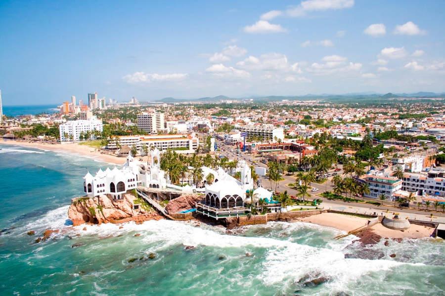 Vista de la Zona Dorada en ciudad de Mazatlan