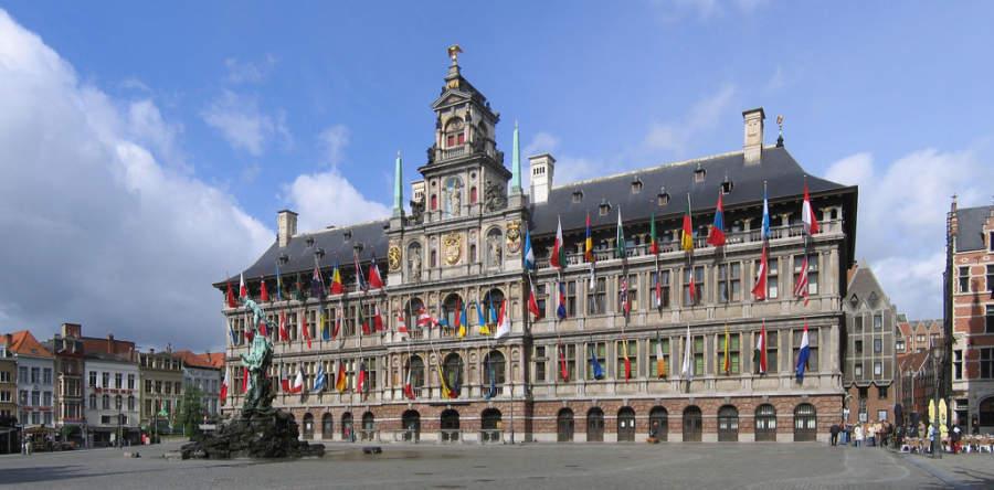 Vista del ayuntamiento de Amberes