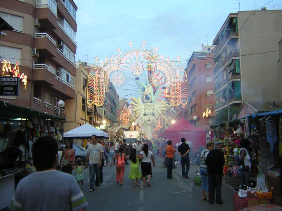Las Hogueras de Alicante, son las fiestas mayores y oficiales de Alicante