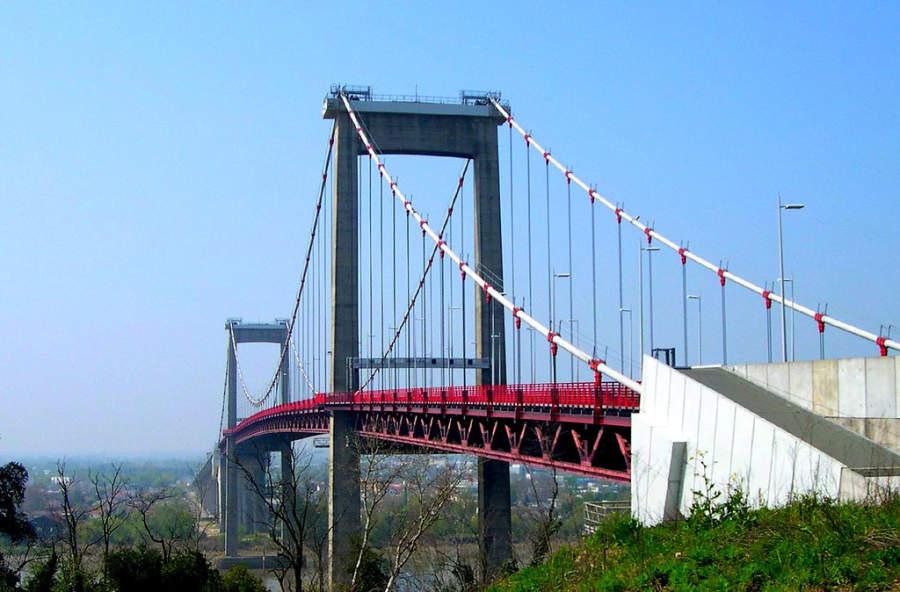 Pont d'Aquitaine, puente sobre el río Garona