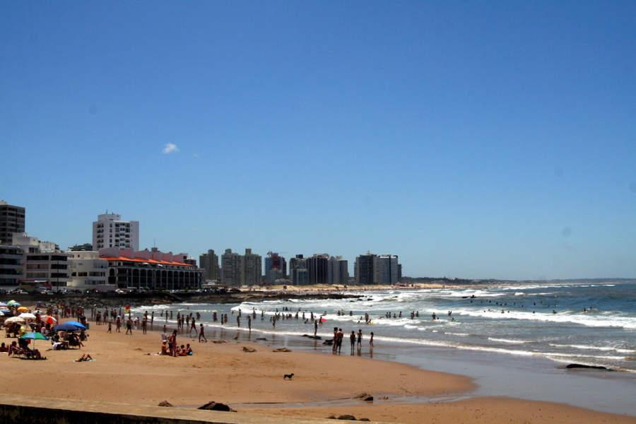 Playa El Emir en Punta del Este, Uruguay