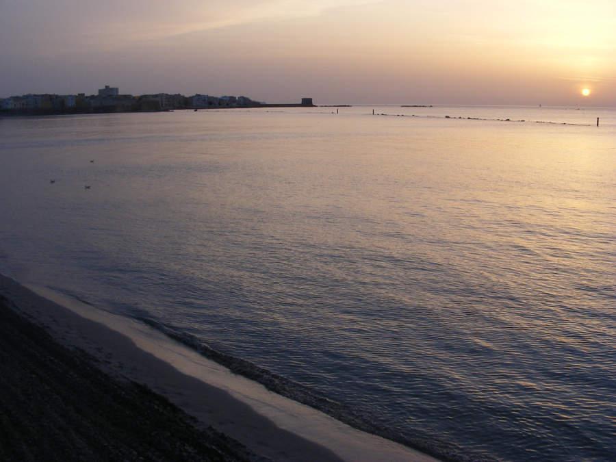 Atardecer en una playa de Trapani