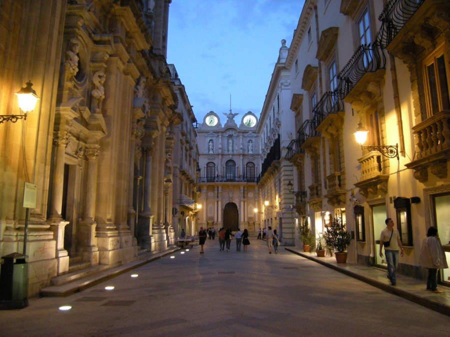 Palazzo Cavarretta dal Corso Vittorio Emanuele de noche