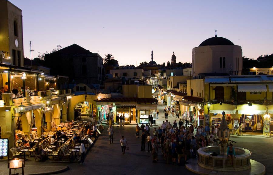 Plaza de la ciudad de Rodas