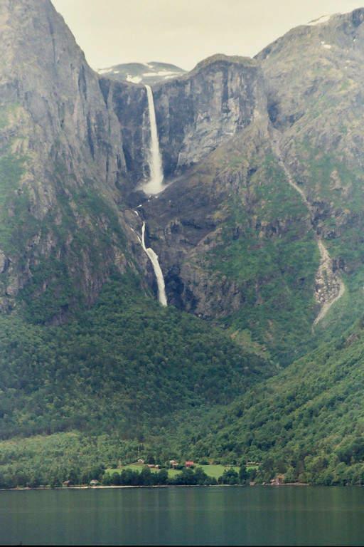 Mardalsfossen, cascadas a 100 kilómetros de Molde