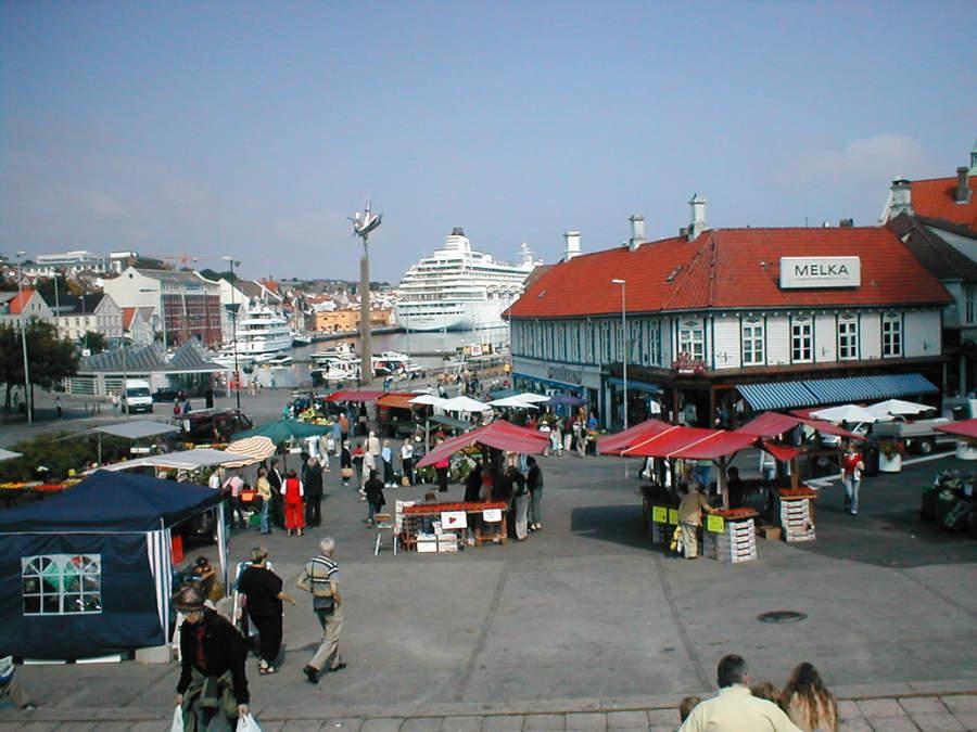 Mercado en el puerto de Stavanger