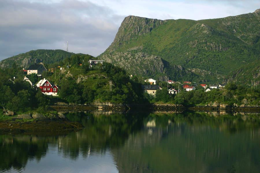 Svolvær cuenta con abundante vegetación