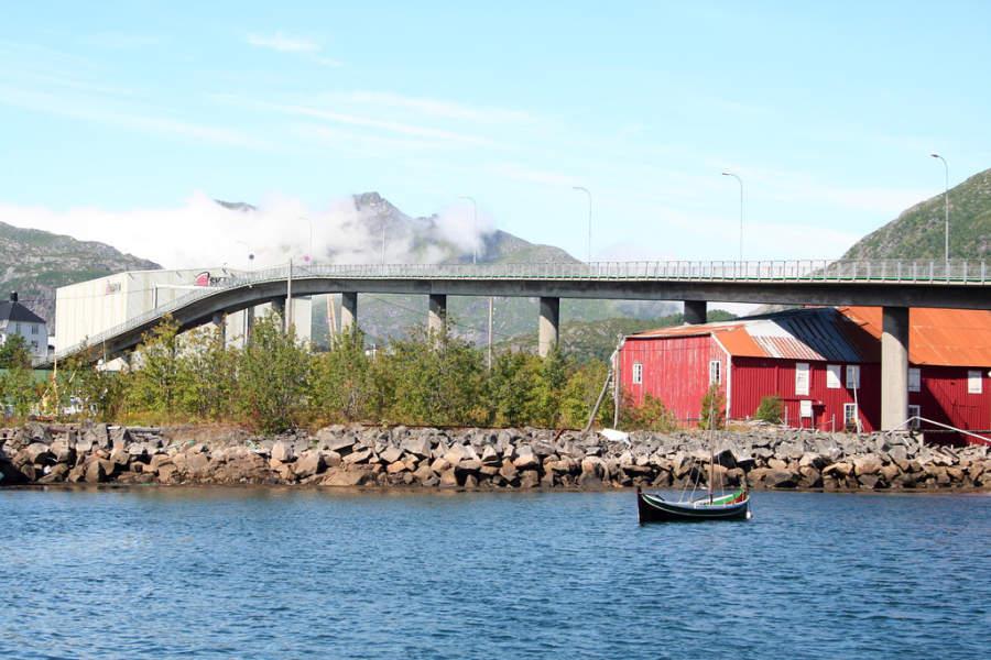 Puente Svinøybrua en Svolvær