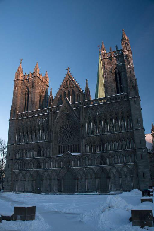 Fachada de Nidarosdomen, catedral en Trondheim