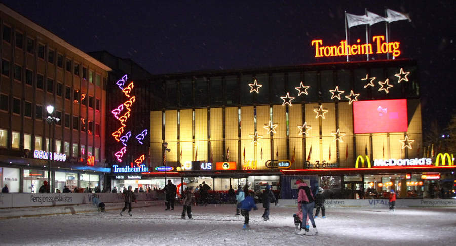 Pista de hielo en el centro comercial Trondheim Torg