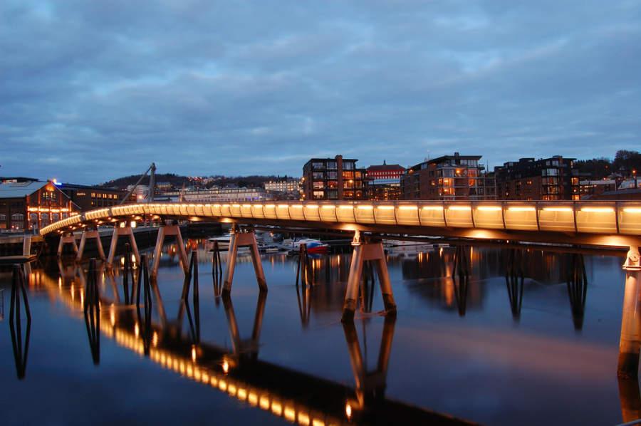 Verftsbrua, puente peatonal sobre el río Nidelva
