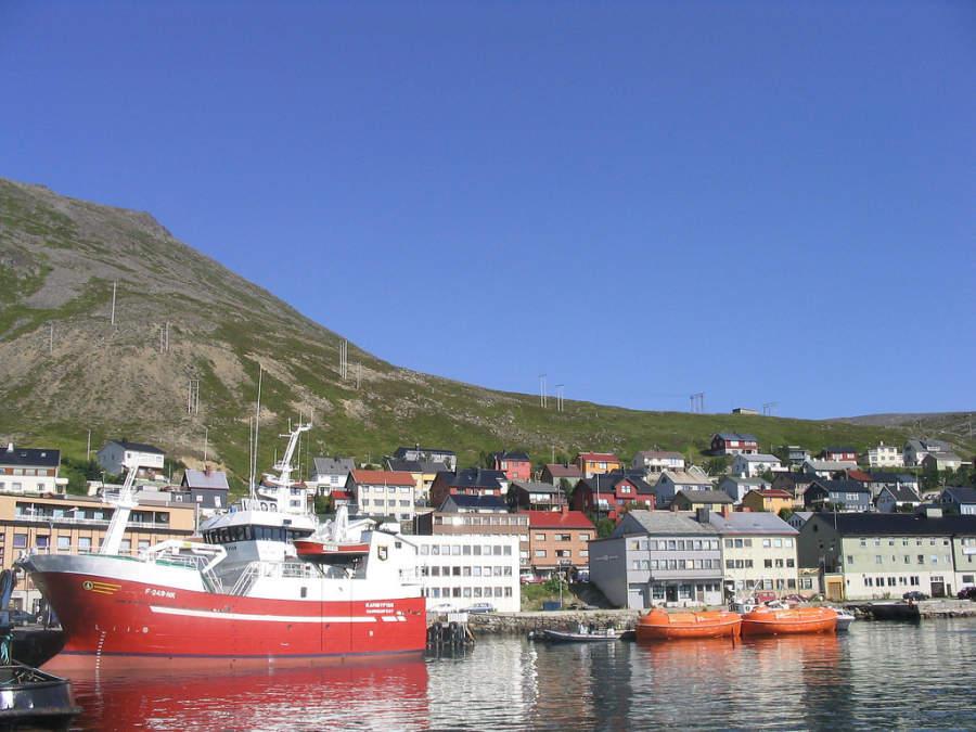 Debido a su latitud, se considera como la ciudad más septentrional de Europa