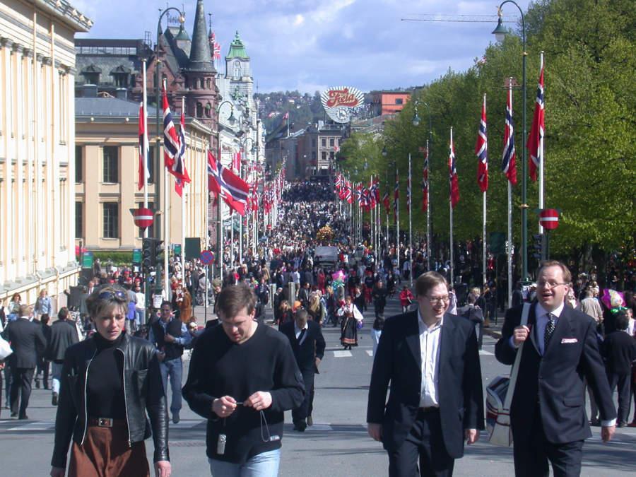 Karl Johans Gate, una de las principales calles de Oslo