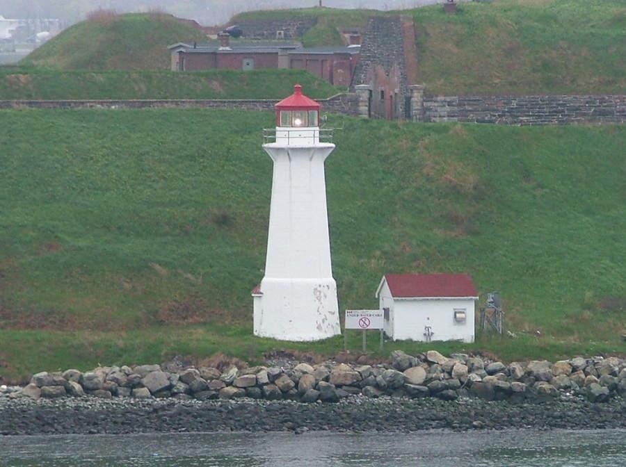 Faro en el puerto de Halifax
