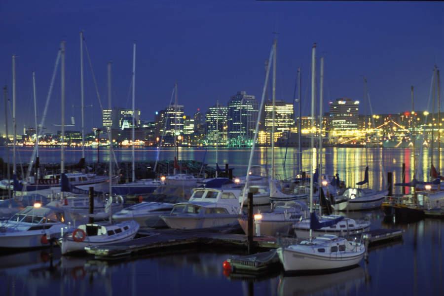 Halifax de noche