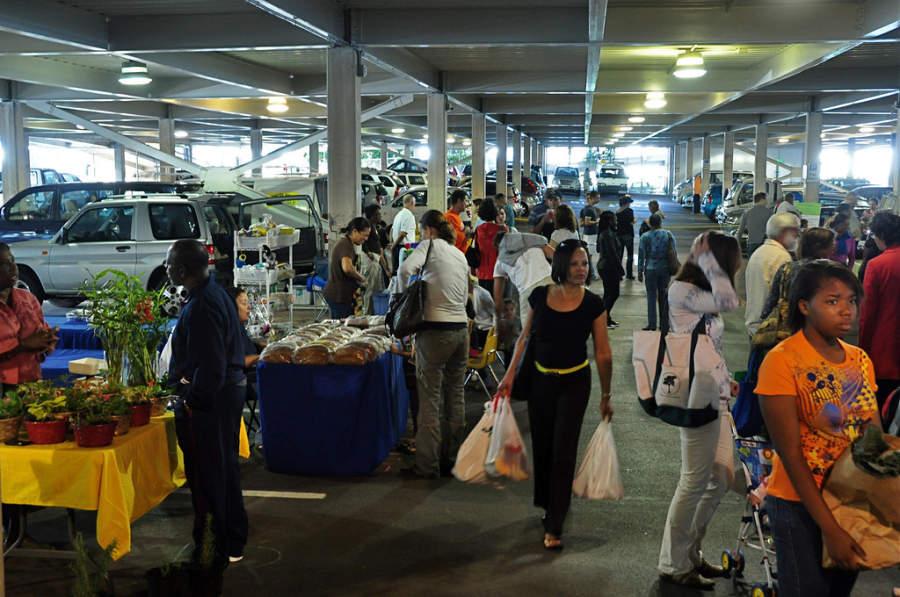 Hamilton City Market, mercado en el estacionamiento de Bull's Head