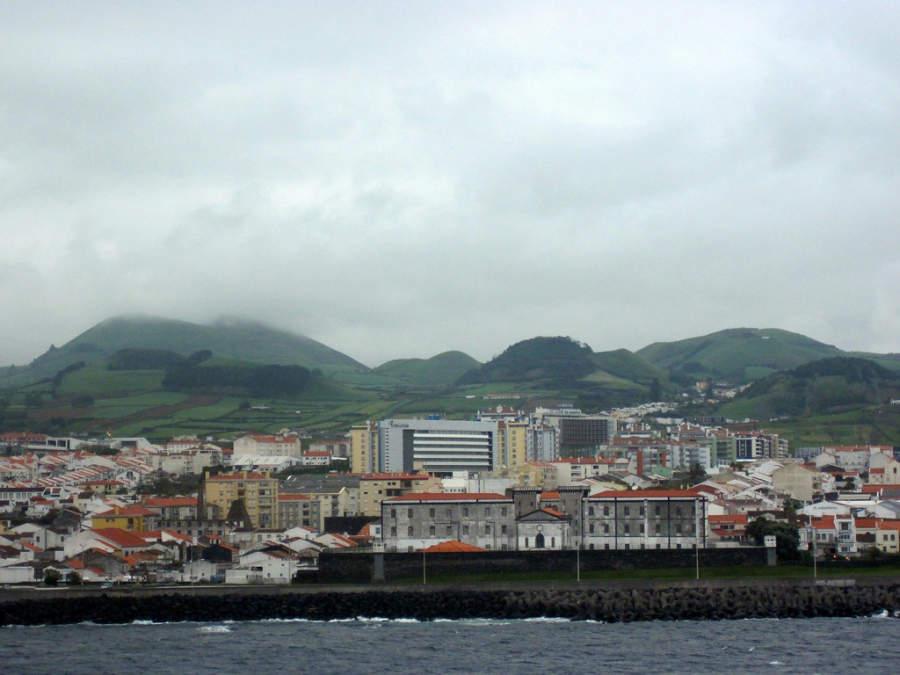 Vista panorámica del puerto de Ponta Delgada