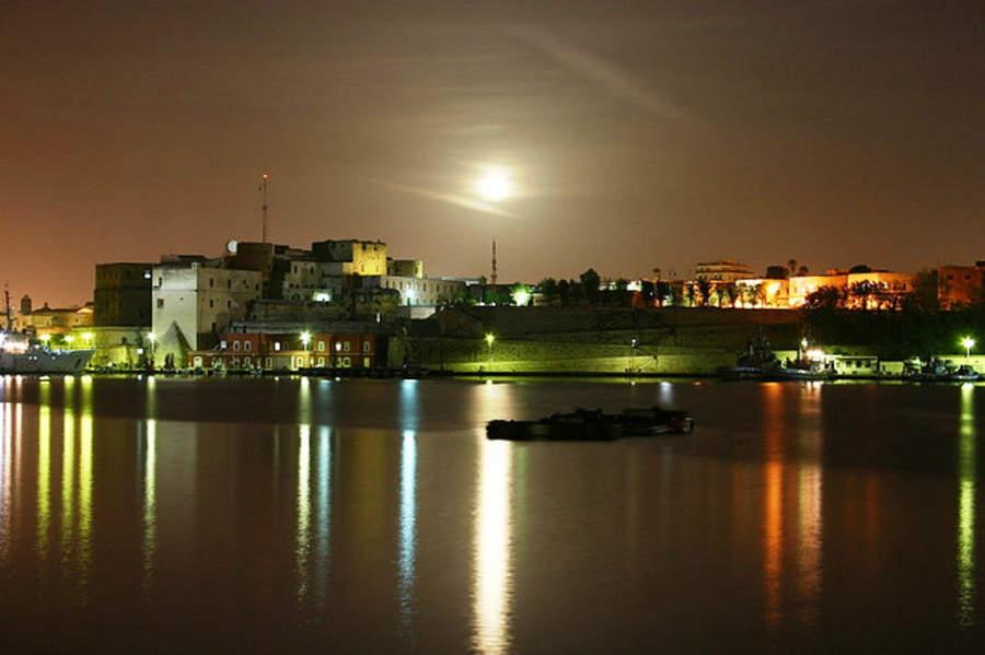 Brindisi de noche