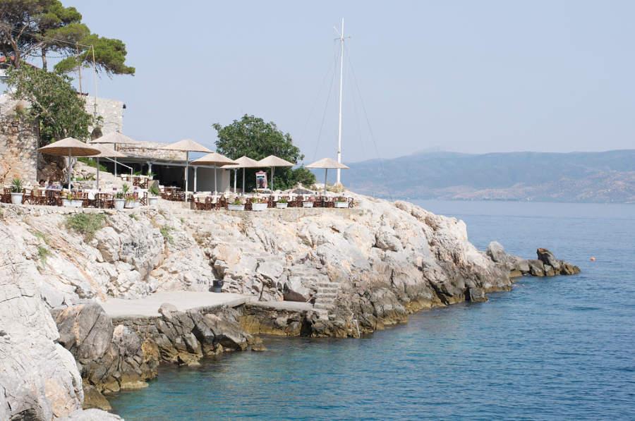 Restaurantes en el puerto de Hidra