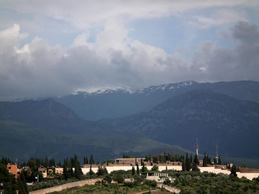 Vista de la Sierra Nevada desde el palacio de la Alhambra