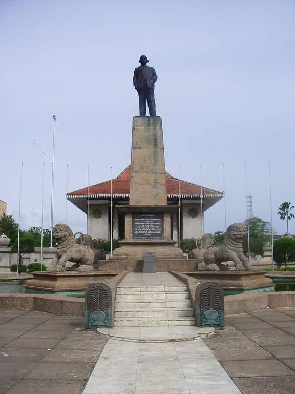 Estatua del exprimer ministro Dudley Shelton Senanayake