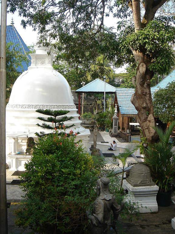 Jardines del templo Mahabodhi Vidyalaya
