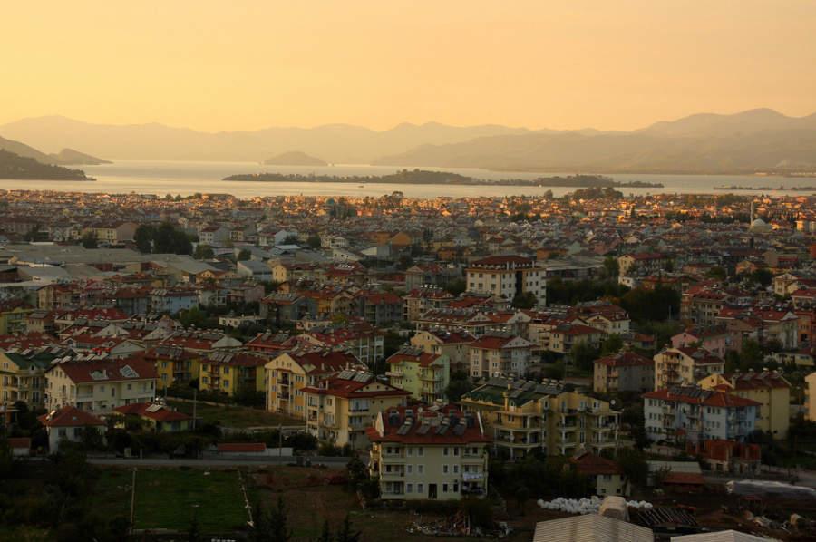 Panorámica de la ciudad de Fethiye, Riviera Turca