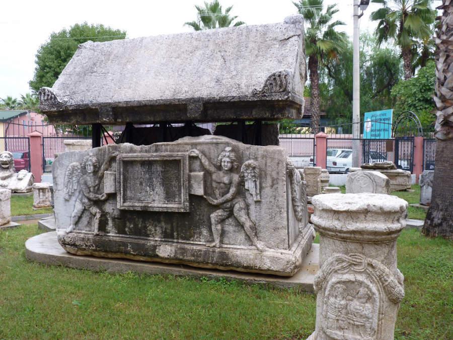 Fethiye Müzesi, museo que exhibe numerosos objetos antiguos