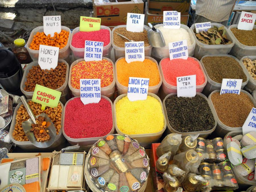 Mercado de tés turcos en Fethiye