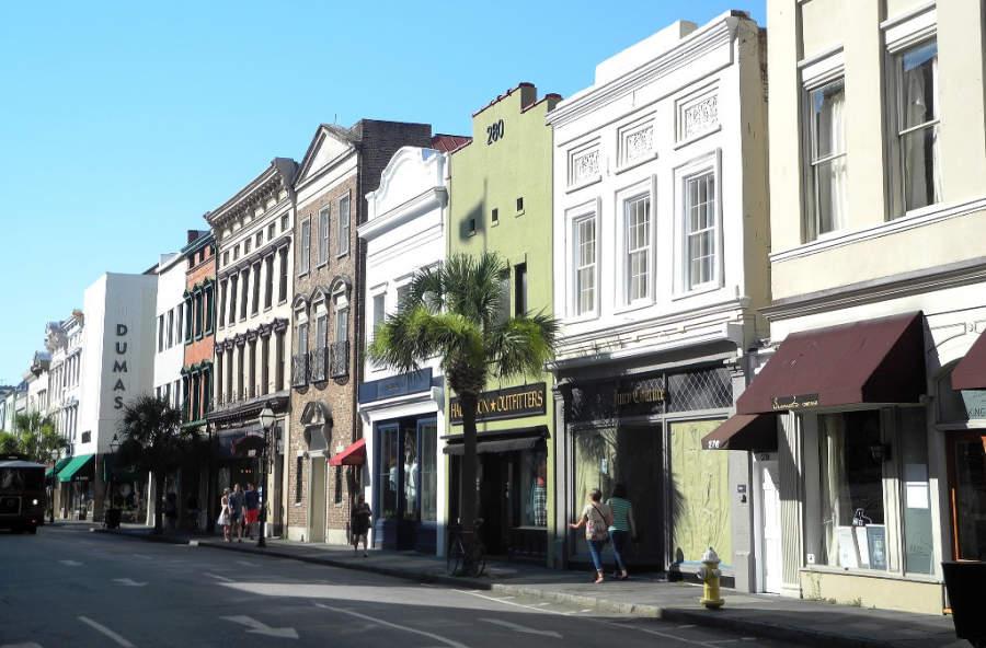 Calle típica en la ciudad de Charleston
