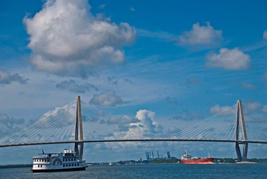 Puente Arthur Ravenel Jr. y puerto Charleston