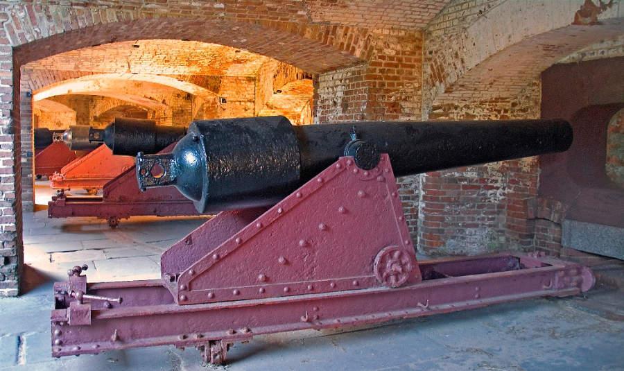Cañón en la fortaleza Sumter en Charleston