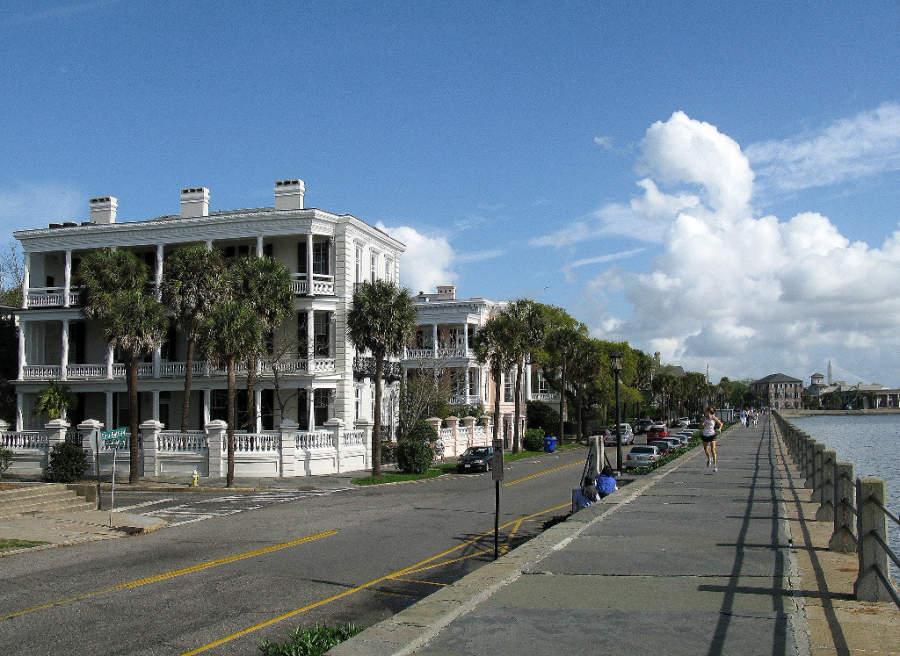 La economía de Charleston se basa en el turismo y el puerto