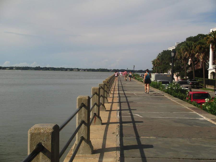 Camina por la orilla del mar en Charleston y disfruta de la hermosa vista