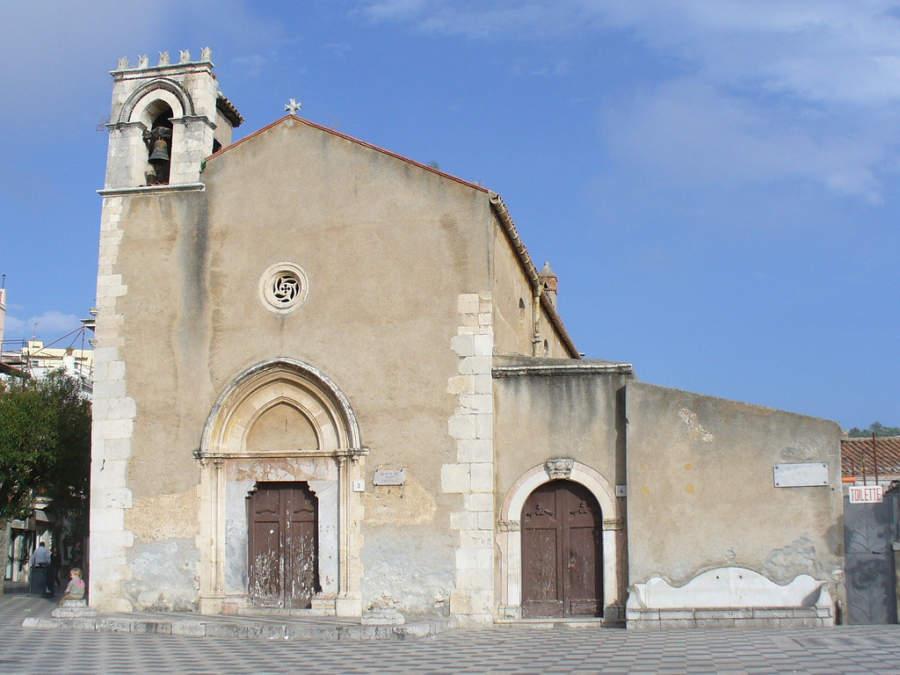 Antigua iglesia en Taormina