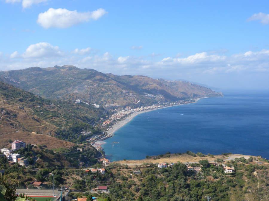 Costa de Taormina en la región de Sicilia