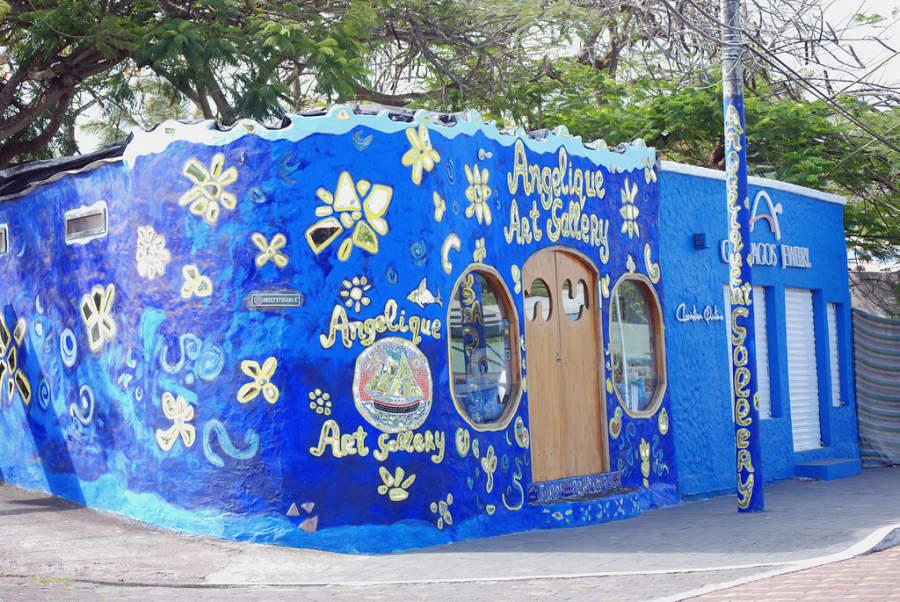Pintoresca galería de arte en Puerto Ayora