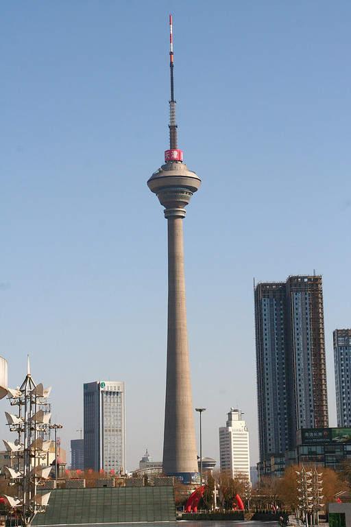 Famosa torre de televisión y radio en Tianjín