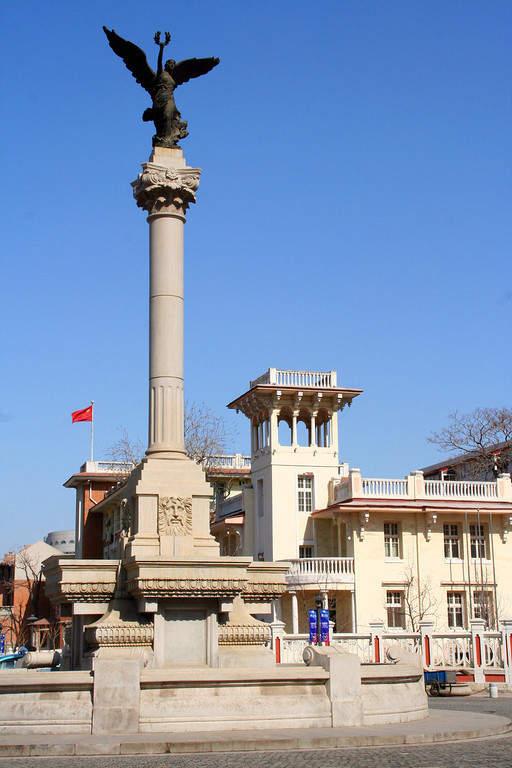 Monumento en Italian Style Street