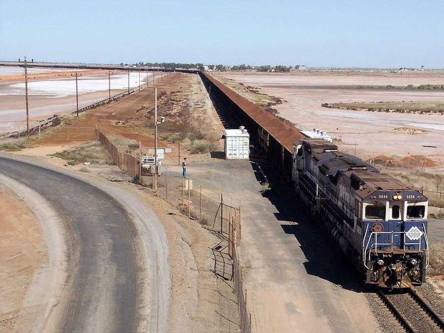 Tren BHP Iron Ore llegando a Port Hedland