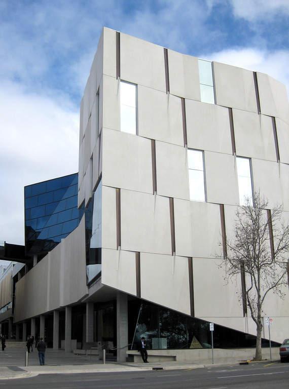 Edificio Hawke en el campus City West de University of South Australia