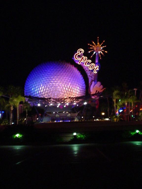 Spaceship Earth es un ícono del parque Epcot® en Orlando