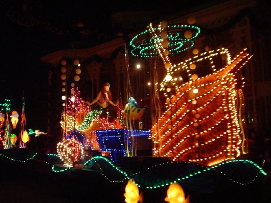 Desfile de luces y color en el parque Magic Kingdom® en Orlando