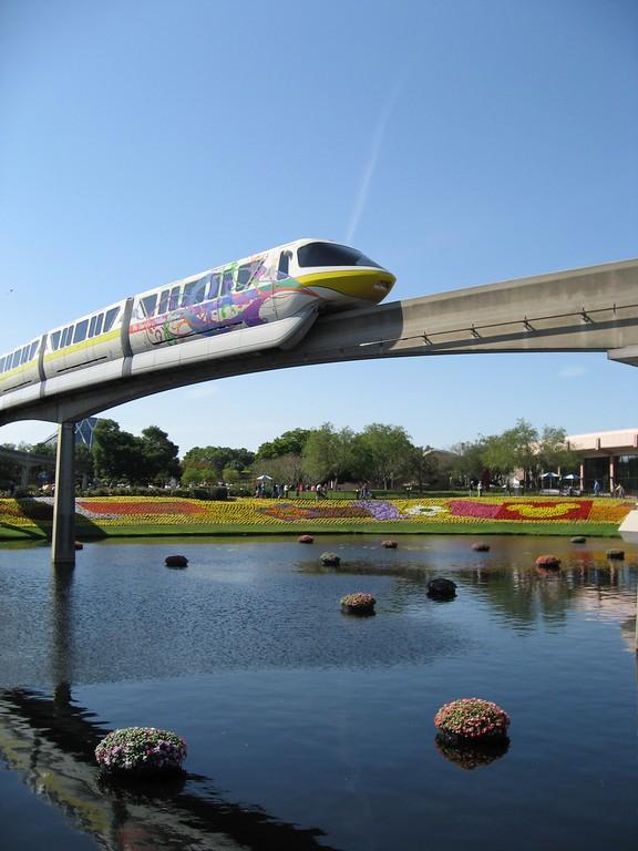 Disney monorail en el parque Epcot® en Walt Disney World Orlando
