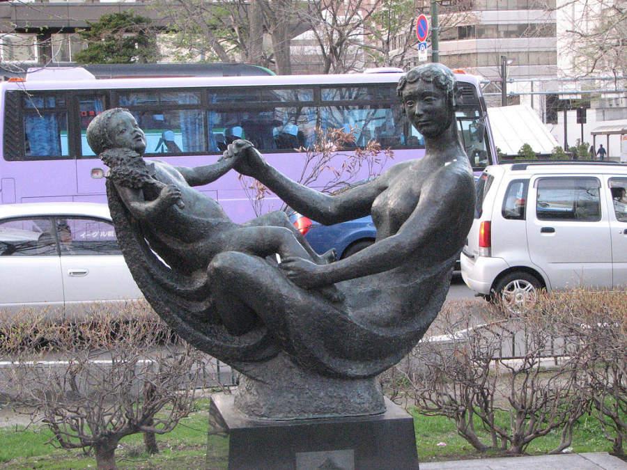 Una de las estatuas que se encuentran en Parque Odori