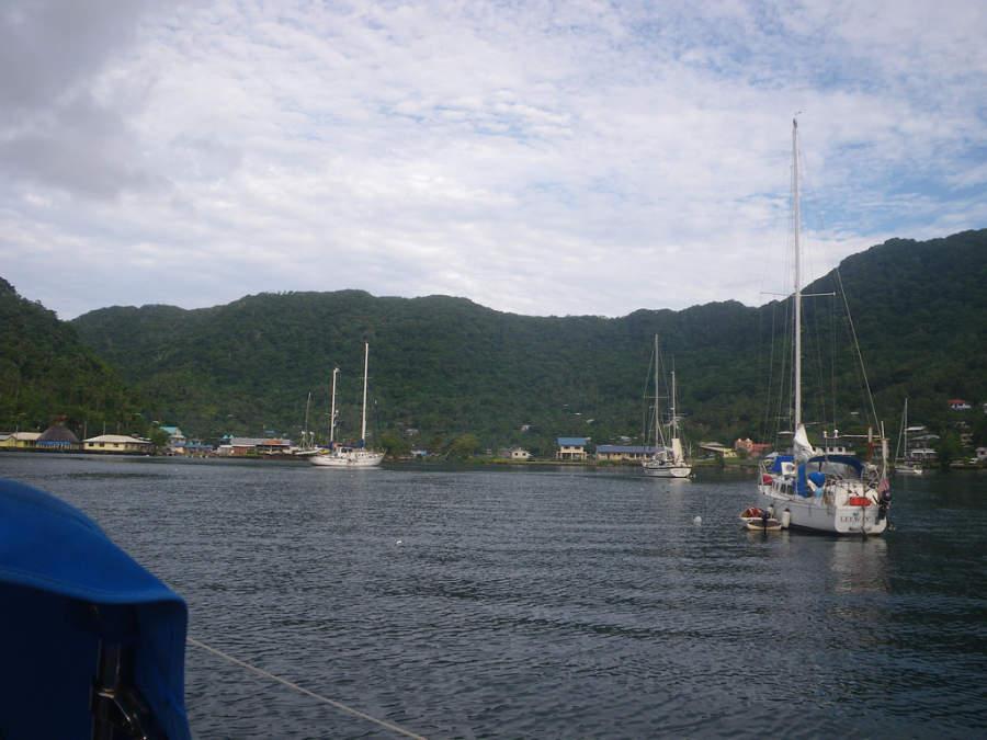 Embarcaciones en la bahía de Pago Pago
